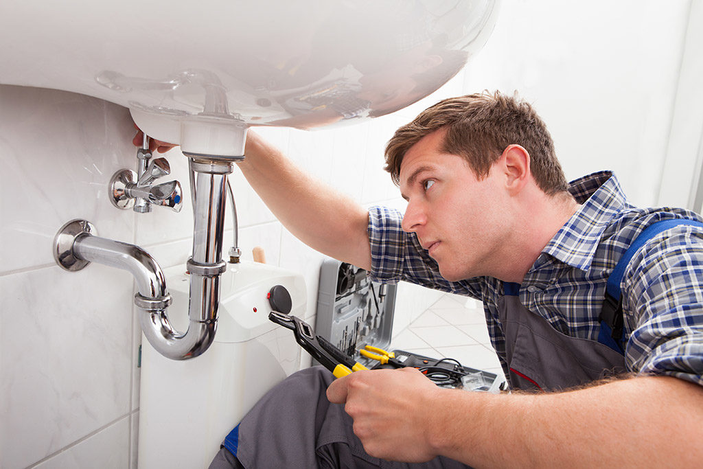 Metro-Plumbing-_-6-Characteristics-That-An-Emergency-Plumber-In-Chattanooga,-TN-Must-Have